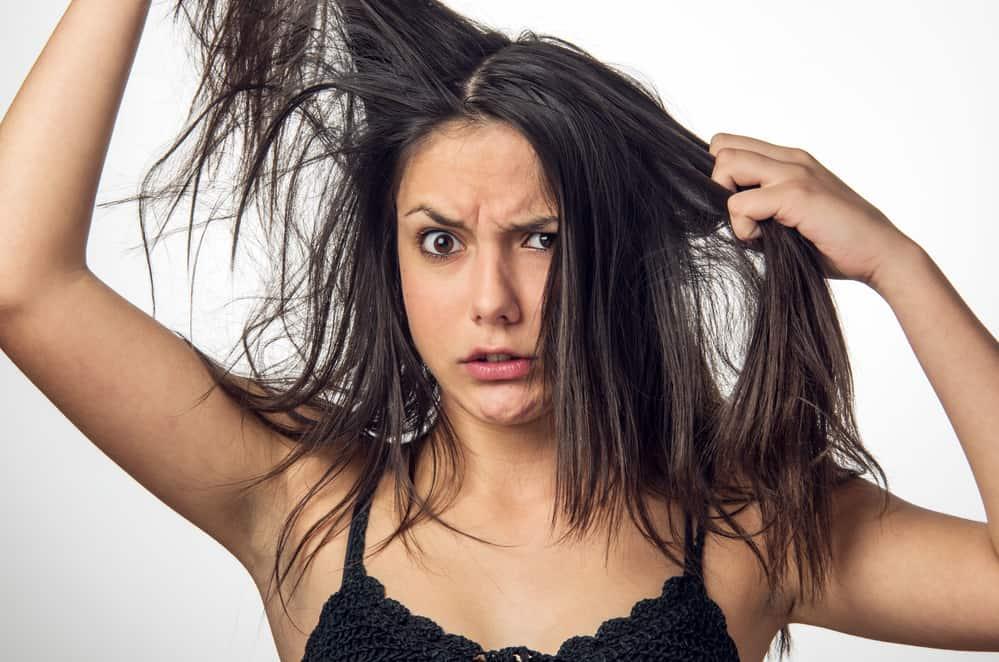 Come avere capelli ordinati senza pettine: trucchi e consigli