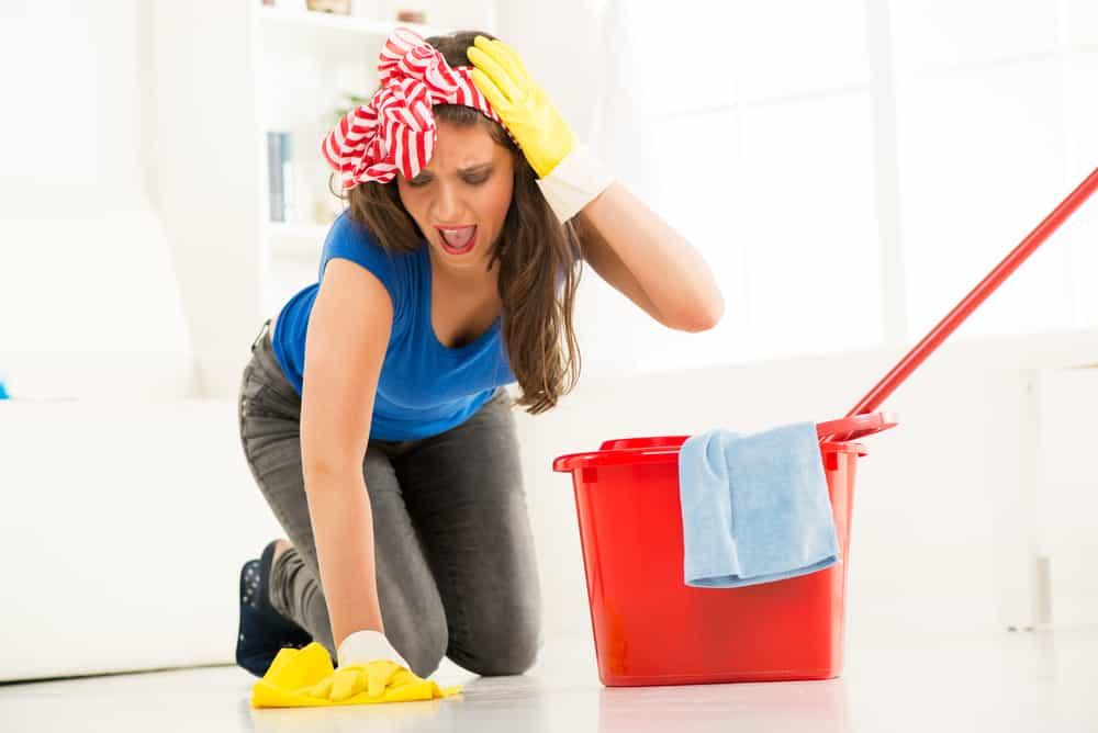 Come eliminare la patina opaca dal pavimento eVicus