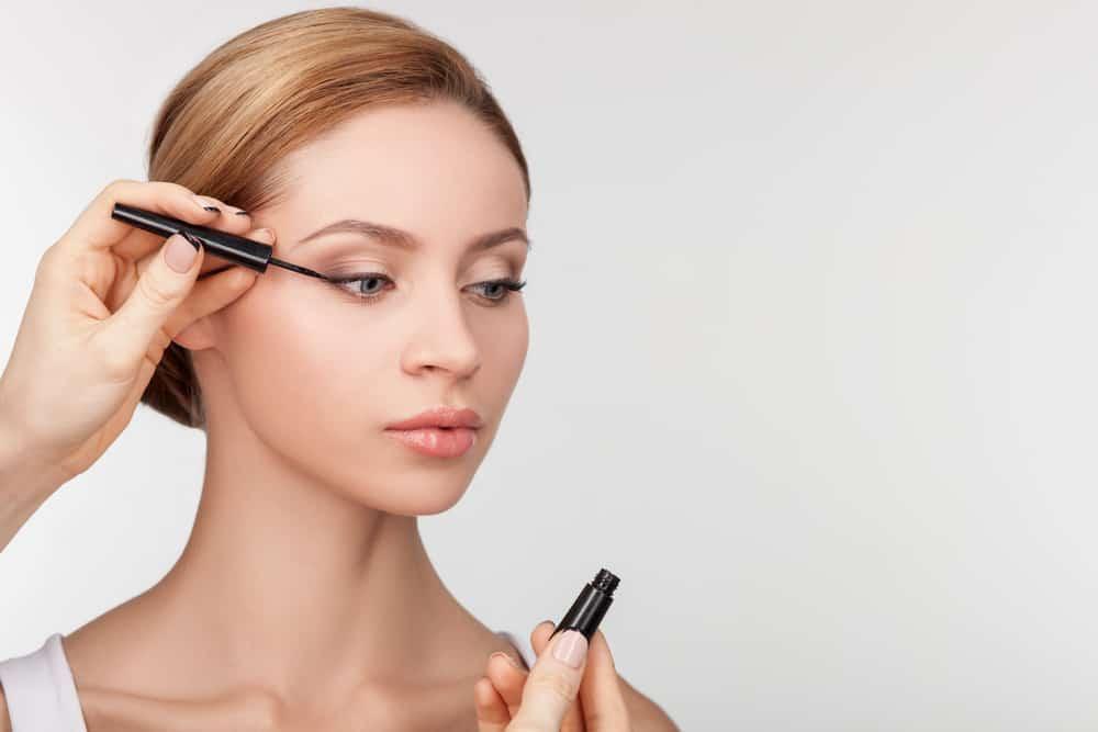 Consigli e trucchi per applicare l 39 eyeliner in base alla forma degli occhi evicus - Trucchi per taglio piastrelle ...