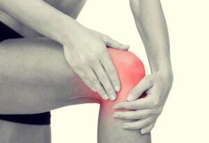 Trucchi e consigli per curare il ginocchio infiammato
