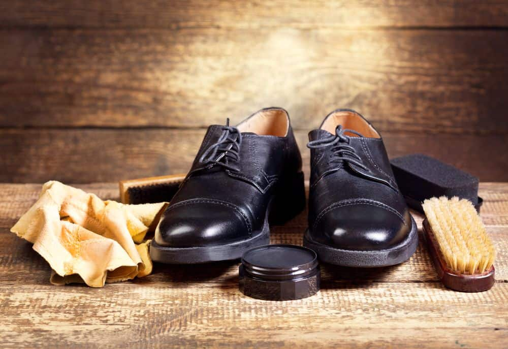 come tingere le scarpe in pelle