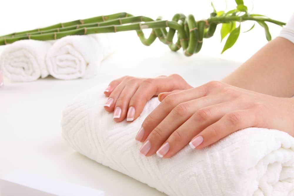 Perché le unghie si spezzano: trucchi e consigli per evitarlo