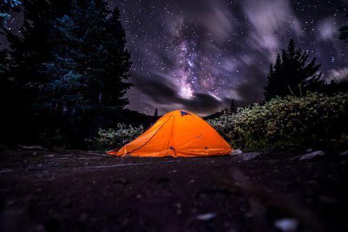 idee per divertirsi in inverno andare in tenda