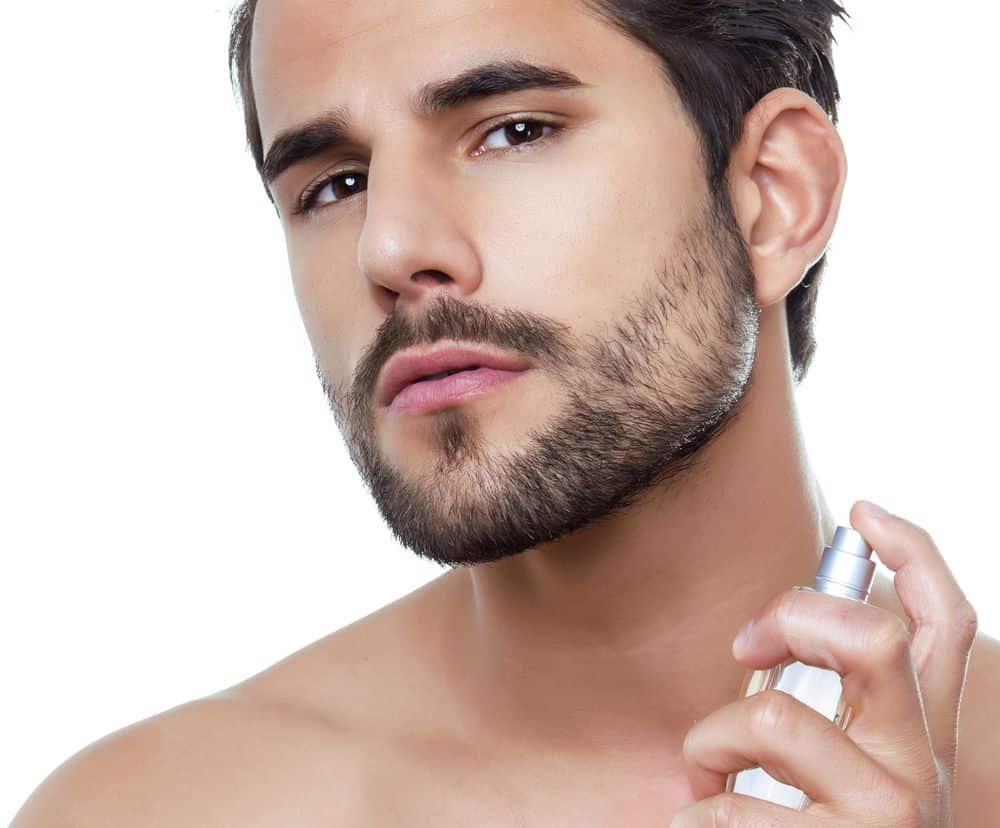 Tagliare, lavare e curare la barba