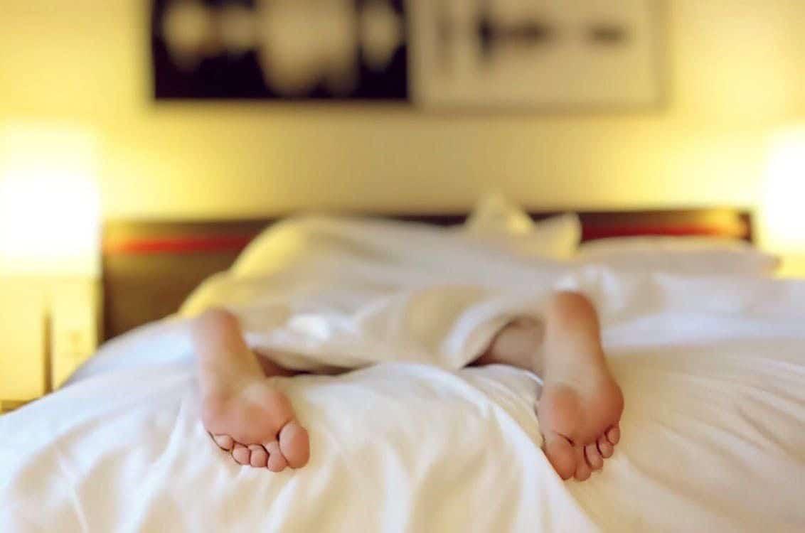 Crampi notturni alle gambe, rimedi e cause