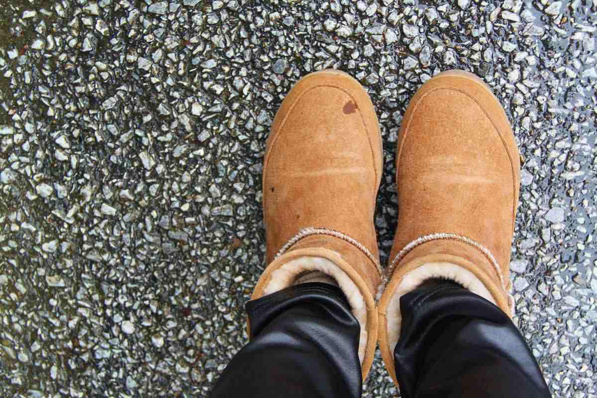 Come smacchiare e pulire le scarpe di camoscio chiare o scure