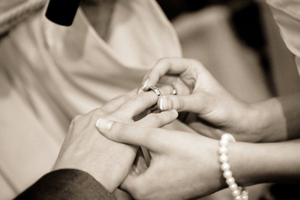 Come festeggiare un anniversario di matrimonio