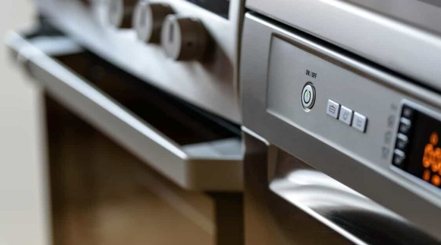 Come pulire il forno con bicarbonato, aceto, sale o limone