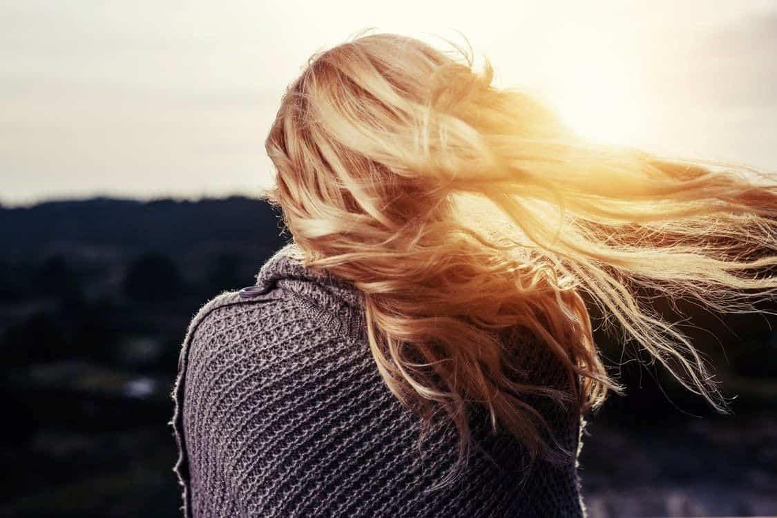 Come schiarire i capelli in modo naturale, camomilla