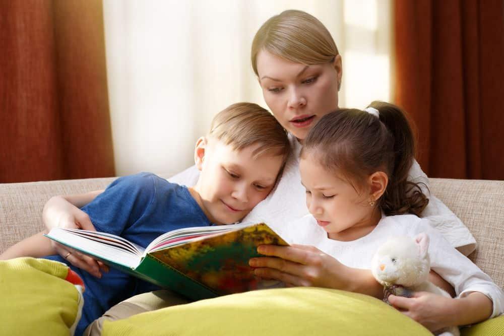 cose da fare quando piove con i bambini leggere una fiaba